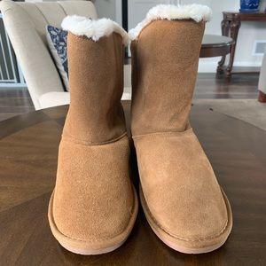 New Minnetonka boots size 6 tan color